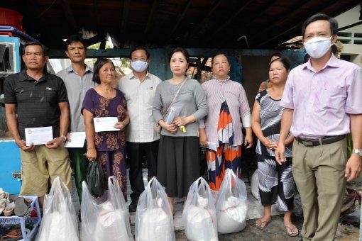 An Giang: Thăm hỏi, hỗ trợ 8 gia đình có nhà bị cháy tại TP Long Xuyên