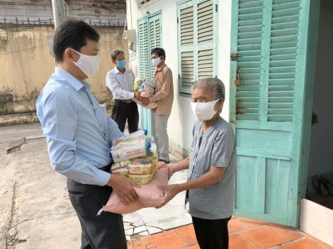 Bình Thủy: Vận động tiền, quà trị giá hơn 204 triệu đồng tặng 844 hộ có hoàn cảnh khó khăn