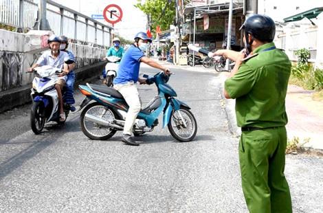 Cà Mau: Xử phạt nhiều người không đeo khẩu trang