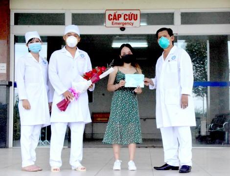 Sở Y tế khen thưởng, tặng quà ê-kíp điều trị cho bệnh nhân 154