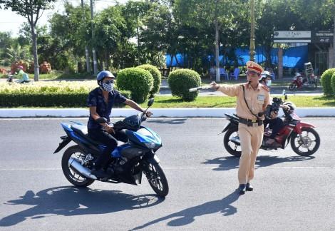 Đẩy mạnh tuyên truyền trật tự an toàn giao thông kết hợp với tuyên truyền phòng, chống dịch COVID-19