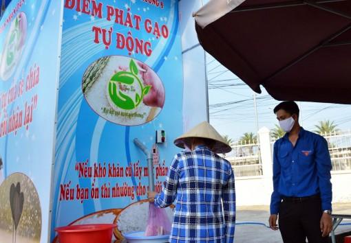 """Cây """"ATM gạo"""" duy nhất tại Cà Mau"""