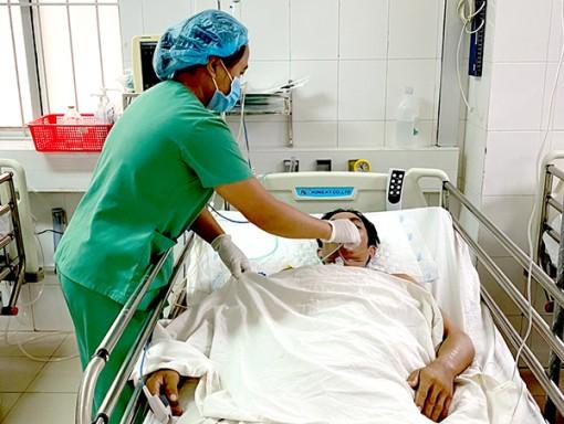 Kích hoạt báo động đỏ, cứu 2 bệnh nhân bị vết thương thấu bụng