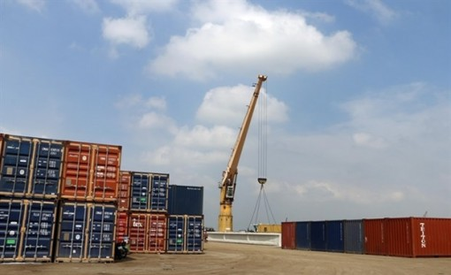 Vietnam's exports surge 4.7 percent in four months