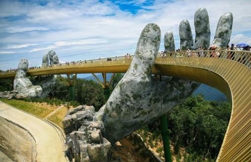 Da Nang's Golden Bridge wins top prize at online photo contest