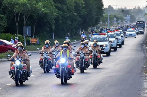 Cảnh sát giao thông ra quân tổng kiểm soát phương tiện giao thông