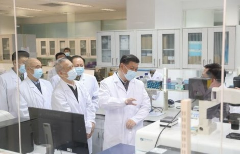 Trung, Mỹ chạy đua phát triển vaccine