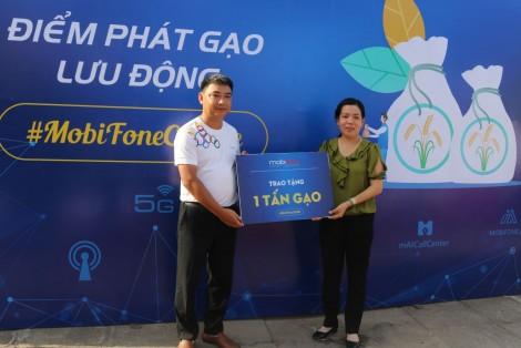 MobiFone trao tặng 3 tấn gạo cho người dân bị ảnh hưởng bởi dịch COVID-19 tại Cần Thơ