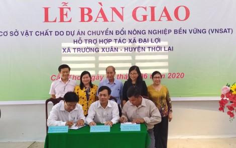 Bàn giao cơ sở vật chất do Dự án VnSAT  hỗ trợ Hợp tác xã nông nghiệp Đại Lợi