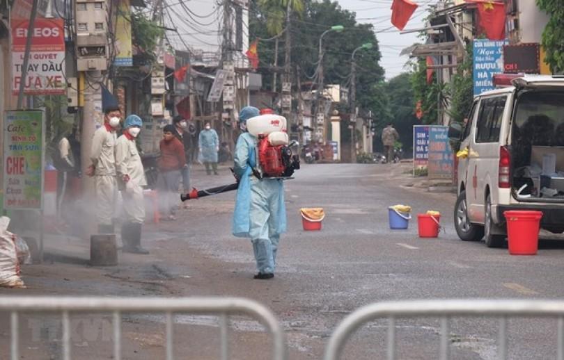 Foreign journalists praise Vietnam's battle against COVID-19