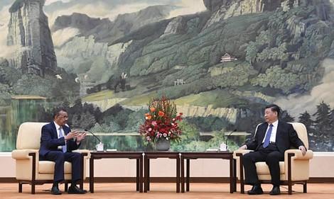 """""""Hậu trường"""" quan hệ WHO-Trung Quốc trong COVID-19"""