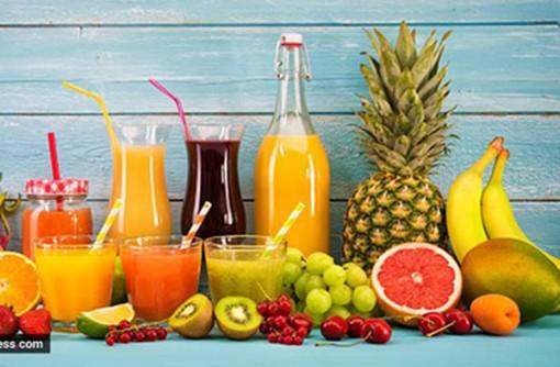 Vì sao nên tập trẻ uống nước ép trái cây nguyên chất?