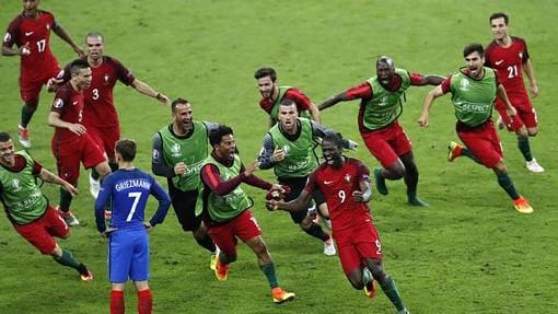 """UEFA vẫn """"trăm mối tơ vò"""" về EURO 2020"""