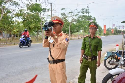 Tước gần 200 giấy phép lái xe trongtháng cao điểm