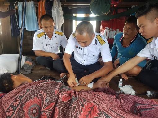 Tàu 278, Vùng 2 Hải quân cấp cứu ngư dân Tiền Giang trên biển