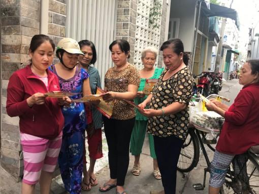 Phụ nữ tham gia giữ gìn trật tự giao thông, đô thị