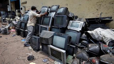 """Báo động """"núi"""" rác thải  điện tử trên toàn cầu"""