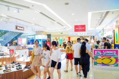 """Khai màn Lễ hội mua sắm Đỏ, khách hàng đổ xô tới Vincom """"săn sale"""""""