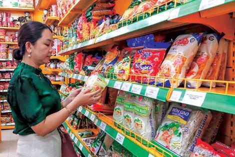 Người dân Vĩnh Thạnh quen dùng hàng Việt