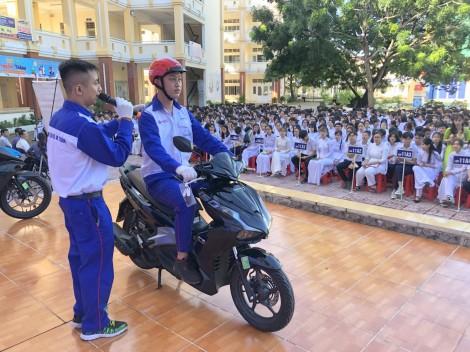 """Tuyên truyền xây dựng """"Văn hóa giao thông"""" cho học sinh THPT"""