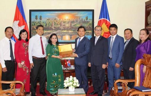 Tô thắm quan hệ hữu nghị  truyền thống Việt Nam-Campuchia