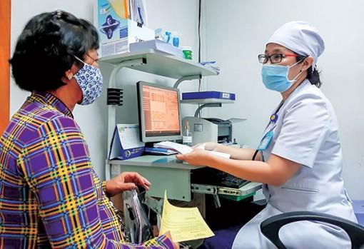 Nữ bác sĩ tận tâm với nghề