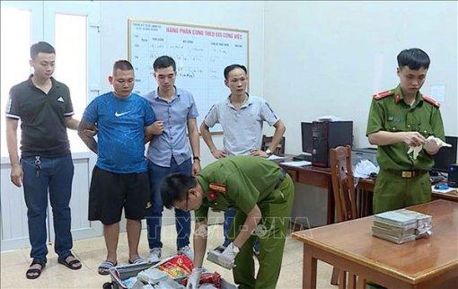 Phát hiện xe ô tô chở gần 19kg heroin từ Ðiện Biên về Hưng Yên