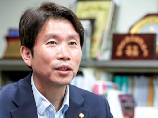 Ông Lee In-young giữ chức Bộ trưởng Thống nhất Hàn Quốc