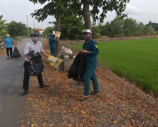 Đoàn viên, thanh niên xã Vĩnh Bình đảm bảo an toàn giao thông
