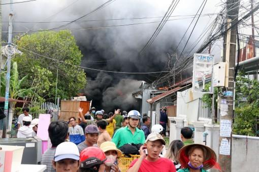 Hỏa hoạn thiêu rụi gần chục căn nhà ở Kiên Giang