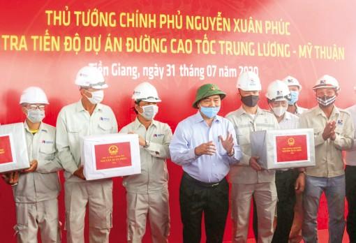 Thủ tướng Nguyễn Xuân Phúc kiểm tra Dự án cao tốc  Trung Lương - Mỹ Thuận
