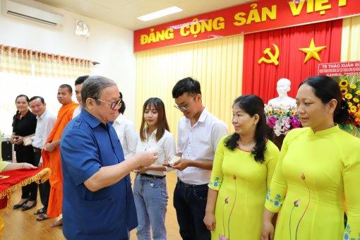 Lần đầu tiên giảng viên và sinh viên được kết nạp vào Hội Nông dân Việt Nam