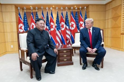 """""""Bất ngờ tháng 10"""" của ông Trump là gì?"""