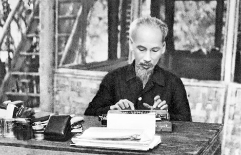 """""""Đọc và tự học suốt đời theo tấm gương Chủ tịch Hồ Chí Minh"""""""