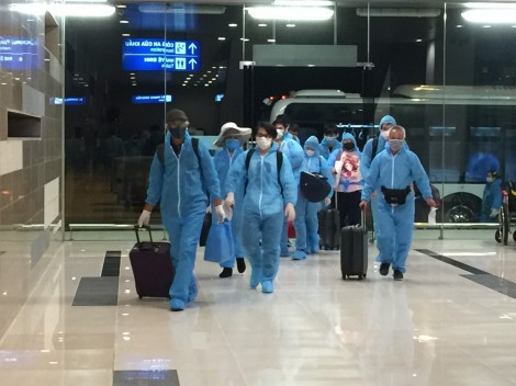 Cảng Hàng không quốc tế Cần Thơ đón 300 công dân từ Canada về nước