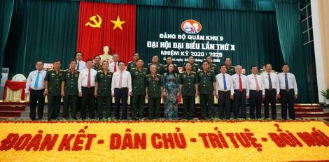 Xây dựng lực lượng vũ trang Quân khu 9 vững mạnh về chính trị