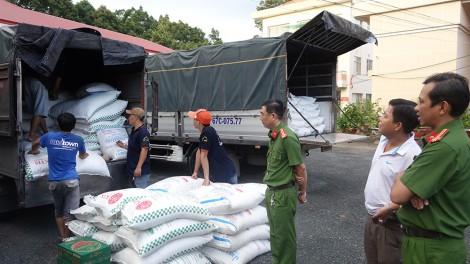 An Giang: Bắt 4 xe tải vận chuyển 39 tấn đường cát không hóa đơn chứng từ