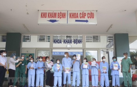 Thêm 10 bệnh nhân mắc COVID-19 được công bố khỏi bệnh