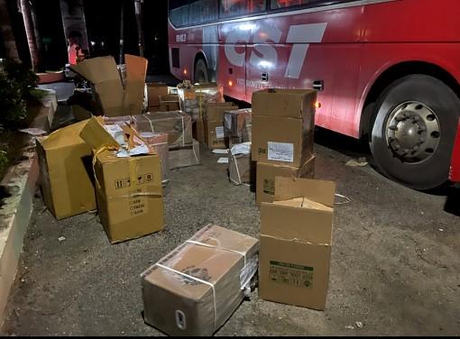 Bắt giữ xe khách chở 5.000 khẩu trang y tế không hóa đơn, chứng từ
