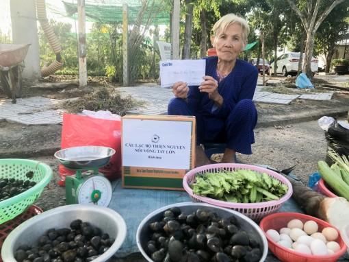 Bà cụ hiếu thảo tiếp tục được tặng tiền, quà nhân mùa Vu Lan