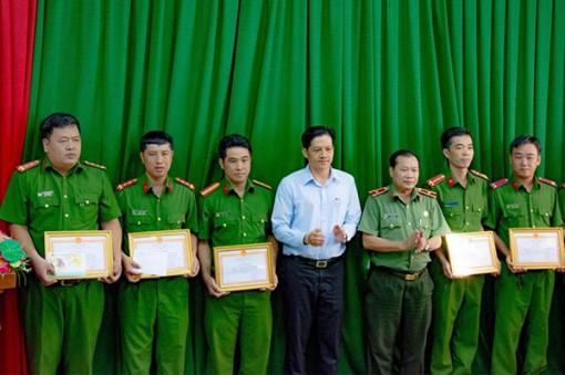 Khen thưởng cán bộ chiến sĩ triệt phá chuyên án trộm cắp mô tô liên tỉnh