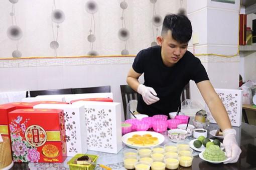 Thợ làm bánh vào mùa Trung thu