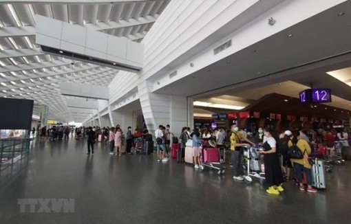 More than 240 Vietnamese citizens brought home from Malaysia