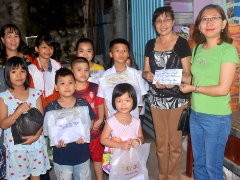 Thăm, tặng quà học sinh lớp học tình thương  ở quận Ninh Kiều