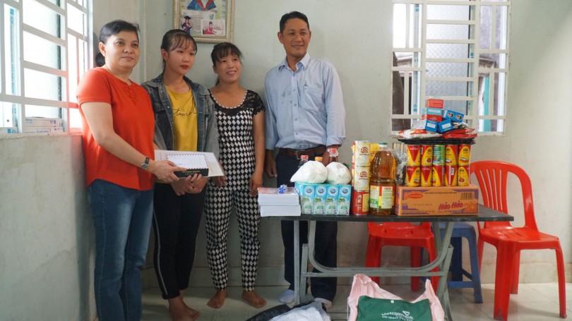 Nhóm từ thiện của chị Tuyết Lan hỗ trợ 2 hoàn cảnh khó khăn đăng trên Báo Cần Thơ