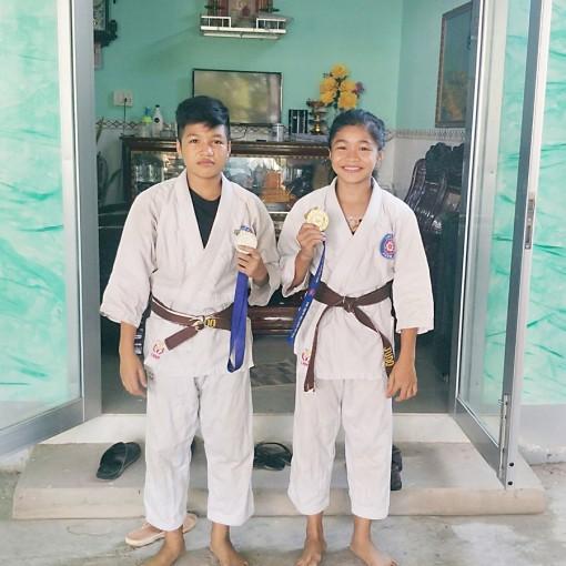 ពីរនាក់បងប្អូនជក់ចិត្តនឹងកីឡាយូដូ(Judo)