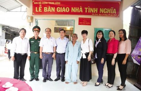 Ban Nội chính Trung ương trao tặng nhà cho hộ nghèo tại xã Vĩnh Bình