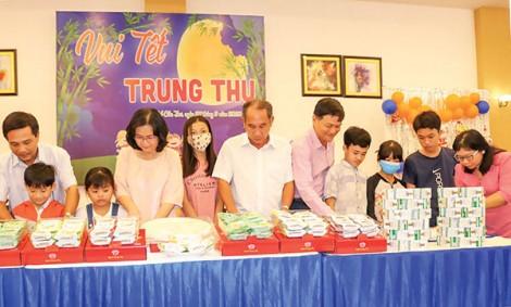 Họp mặt Vui Tết Trung thu với  trẻ có hoàn cảnh đặc biệt khó khăn