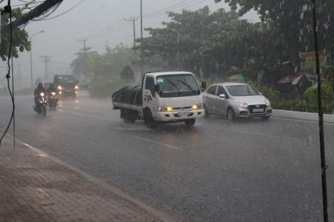 Một người đàn ông đi cắm câu bị chết do mưa giông
