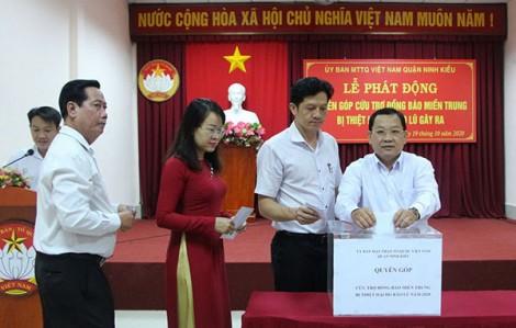 Quyên góp ủng hộ đồng bào các tỉnh miền Trung khắc phục hậu quả mưa lũ